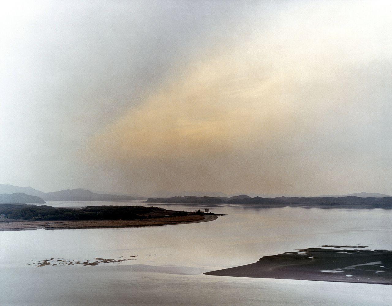 Aldea. Vista de la línea del frente occidental entre Corea del Norte y Corea del Sur, 2006