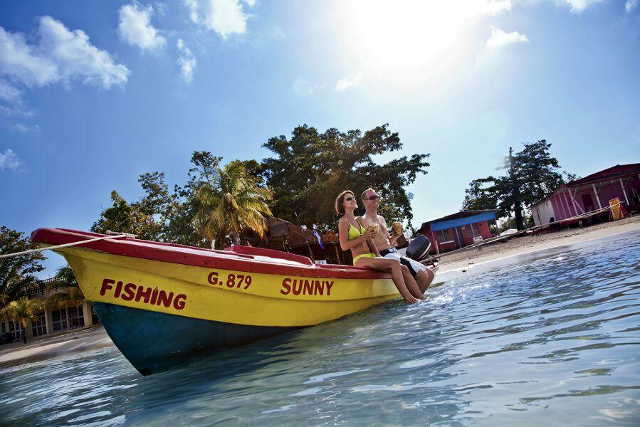 Relajarse en un bote en Treasure Beach