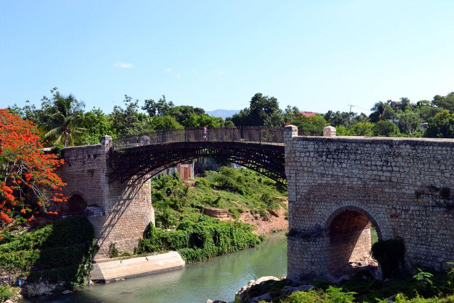 Puente de la ciudad española