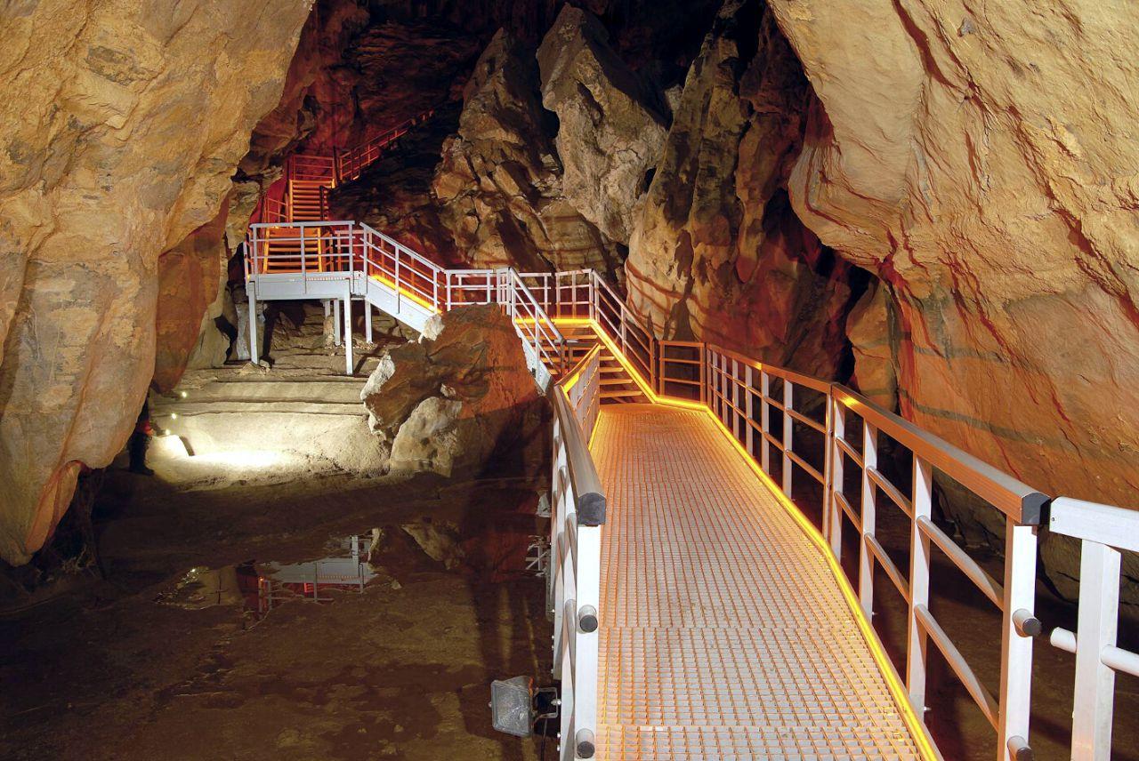 Cueva de Arrikrutz. Gipuzkoa