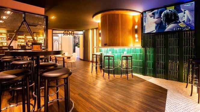 El Bar del Hotel Indigo Madrid – Gran Vía se transforma