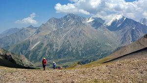Cordillera del Pamir, viaje con la naturaleza, el trekking y la montaña como protagonistas