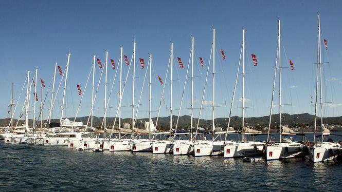 Consejos para surcar las cálidas y transparentes aguas de Ibiza a bordo de un velero