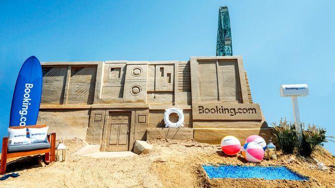 Alojarse en un castillo de arena, la nueva experiencia de Booking.com