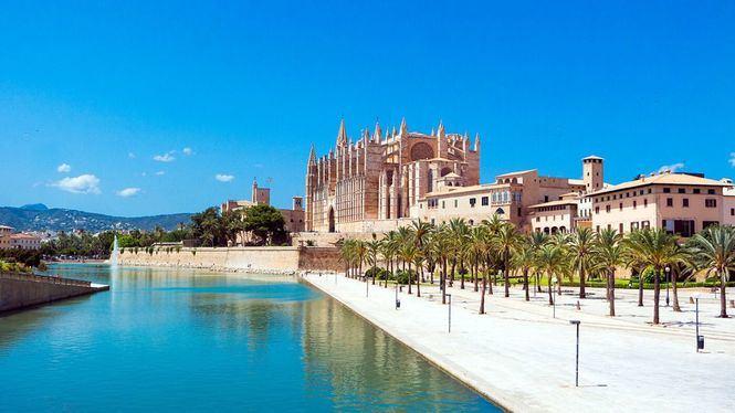 Las islas y las costas Brava, Dorada, y Blanca, los destinos españoles más reservados este verano