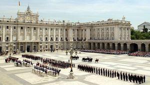 El relevo de la Guardia en el Palacio Real, un atractivo turístico de Madrid