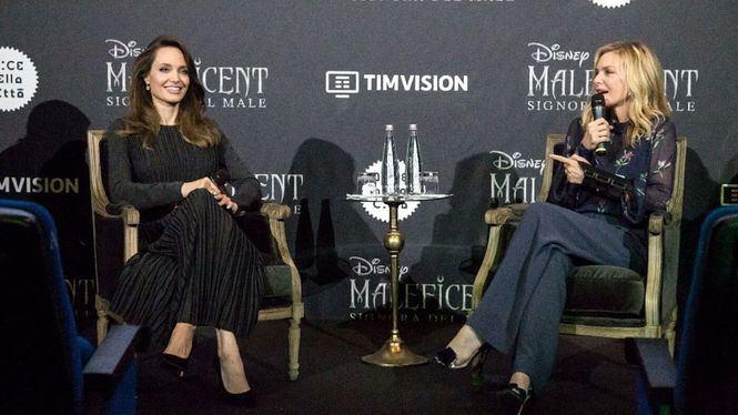 Angelina Jolie luce Salvatore Ferragamo durante la promoción de la película Maléfica 2