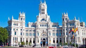 Madrid celebra el centenario del Palacio de Cibeles con una gran verbena