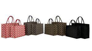 Monogram Shopper el nuevo bolso de Elisabetta Franchi