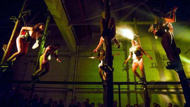 La Fura dels Baus revive los 90 con Manes, un espectáculo físico extremo
