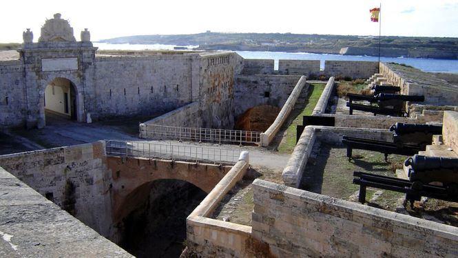 Casi una treintena de edificaciones configuran la llamada Ruta Fortificada de Menorca