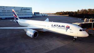 Primer vuelo comercial del Boeing 787 de LATAM que operará desde Chile