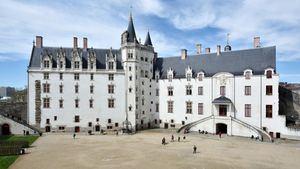 Si vas a Nantes, pregunta por Julio Verne
