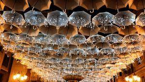 Las compras navideñas en Castellón bajo un cielo de paraguas