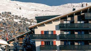 Experimental Chalet, un acogedor y cálido refugio en el corazón de los Alpes Suizos