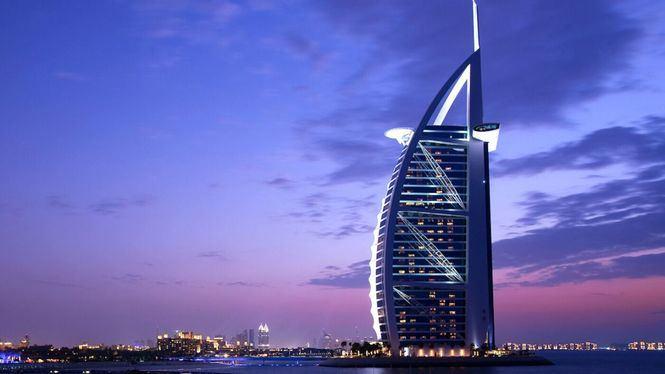Promociones especiales para volar a Dubái con entradas gratuitas para el espectáculo La Perle con Emirates