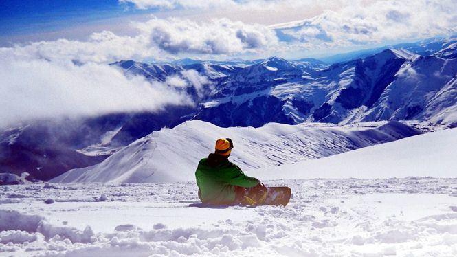 Perfil del esquiador español, hombre joven y de una gran ciudad