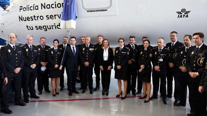 Air Europa ha bautizado un avión de su flota Embraer con el nombre de Policía Nacional