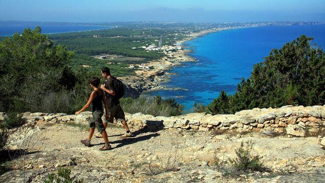 Recorrer a pie, o en bicicleta, las rutas verdes de Formentera