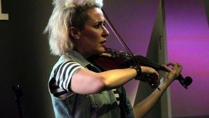 Judith Mateo, violinista, rockera, escritora… tela marinera