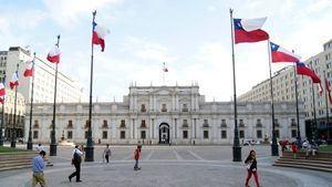 Chile cierra fronteras para el tránsito de extranjeros tras decretar etapa 4 del coronavirus
