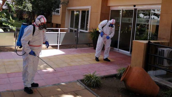 Campaña de desinfección de farmacias y residencias de mayores en Marbella