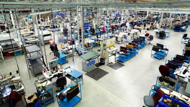 Brooks Brothers fabricará hasta 150.000 mascarillas quirúrgicas diarias en sus fábricas de EE.UU
