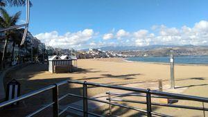 Las Palmas de Gran Canaria evalúa el estado ambiental de la playa de Las Canteras