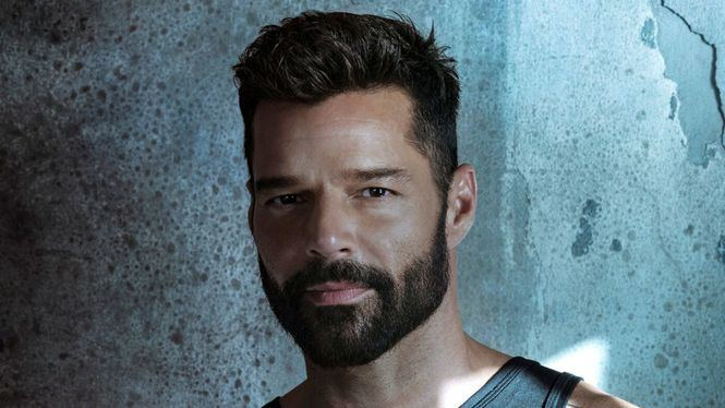 Ricky Martin estrenó el video de su éxito Tiburones, junto a Farruko