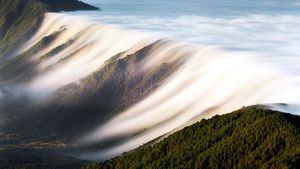 Cascada de nubes en Cumbre Nueva