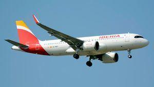 Iberia informa a sus clientes de sus derechos y alternativas si su vuelo se ha cancelado
