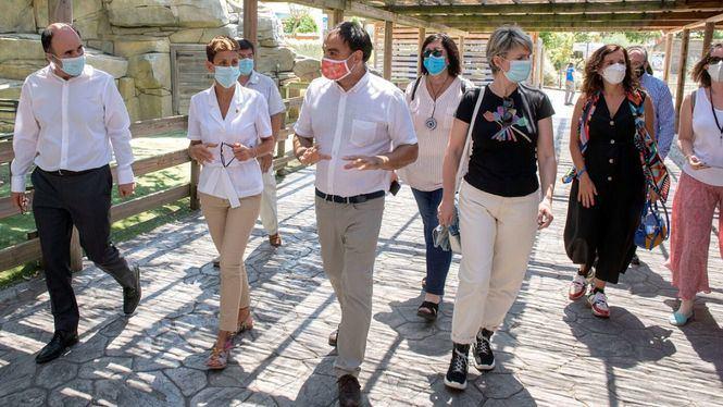 La presidenta de Navarra visita Sendaviva para conocer las medidas de seguridad e higiene