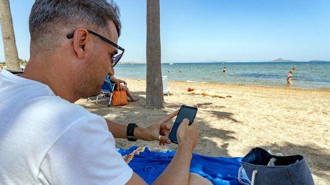 Cartagena gana un programa europeo para instalar wifi en las playas del Mar Menor