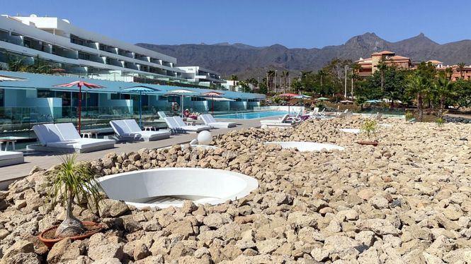 BB Beach Club & Sea View Bar de Baobab Suites presenta dos espacios diferenciados por seguridad