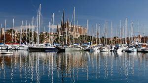 Surcar las aguas de la bahía de Palma