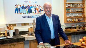 Vicente Del Bosque, Carles Puyol, Cruz Roja, FESBAL y Danone se unen en la iniciativa social Una Gran Familia