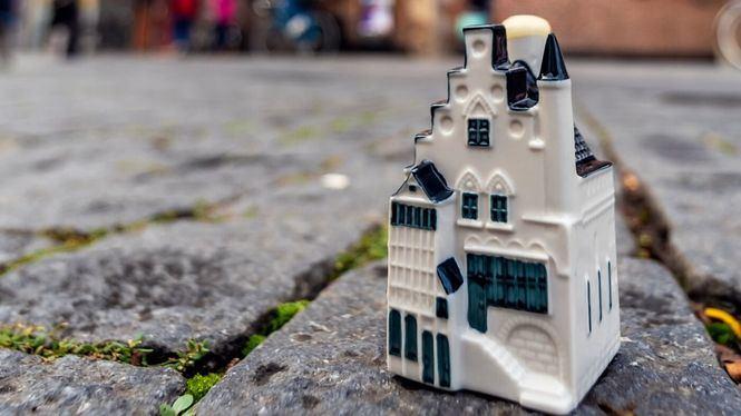 En su 101º aniversario, KLM presenta su nueva casa miniatura en cerámica de Delft