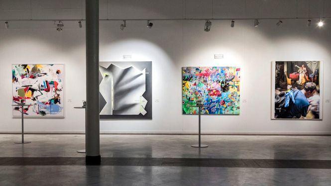 Lydia Torrent acude a los premios de la pintura BMW con accesorios de Jimmy Choo