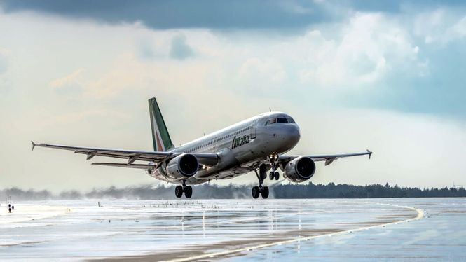Alitalia prosigue con los vuelos, entre Milán y Roma, libres de Covid