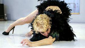 Malditas plumas: Sol Picó en un cabaret sobre nuestro lado oscuro