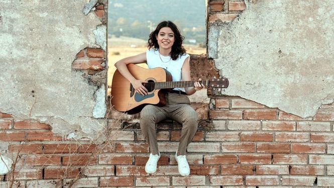 María Sáez, cantante y compositora, en el fuego…