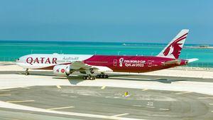 Primer avión personalizado de la Copa Mundial de la FIFA Qatar 2022TM