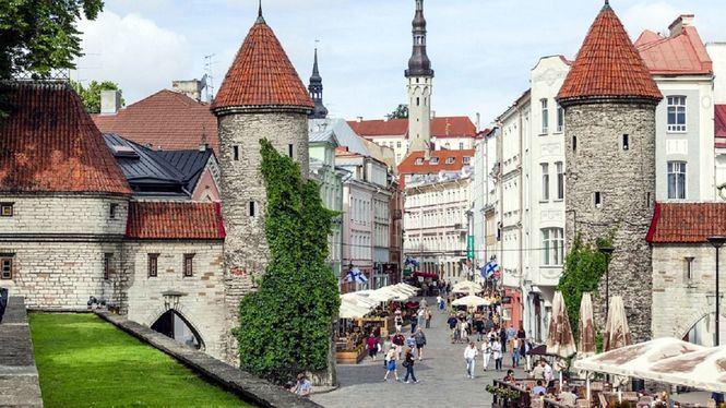 Tallin, capital de Estonia, en Navidad, ciudad de cuento de hadas