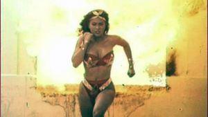 Llega a Madrid la versión cutre de Wonder Woman