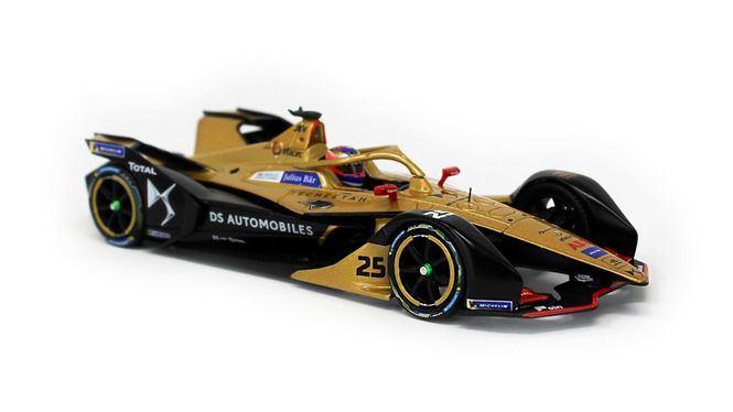 Colección de moda, accesorios y complementos basados en la Fórmula E de DS Techeetah