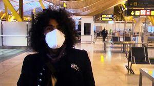 Ara Malikian recibe al 2021 con su violín en el aeropuerto de Madrid
