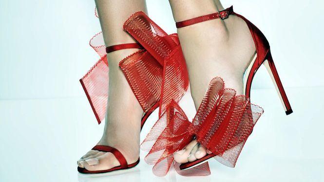 Jimmy Choo presenta sus sandalias Aveline en rojo para San Valentín