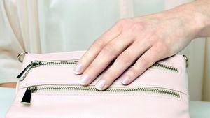 La manicura francesa vuelve en 2021 con las puntas de colores