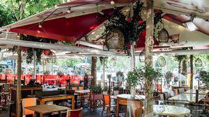 Celebrar San Valentín en el Patio de Leones, restaurante de la icónica Puerta de Alcalá