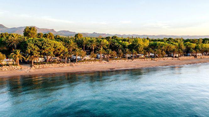 El lujo de trabajar viendo las olas del Mediterráneo
